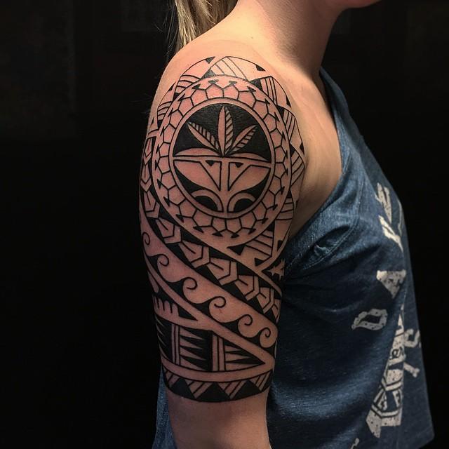 Thnxs Lonneke! #tattoo #tattoos #Polynesian #polynesiantattoo #pacifictattoo #black #blackwork #blackworker #bold #boldlines #boldwillhold #darkartists #solid #magictattoo #magictattoostudio #utrecht