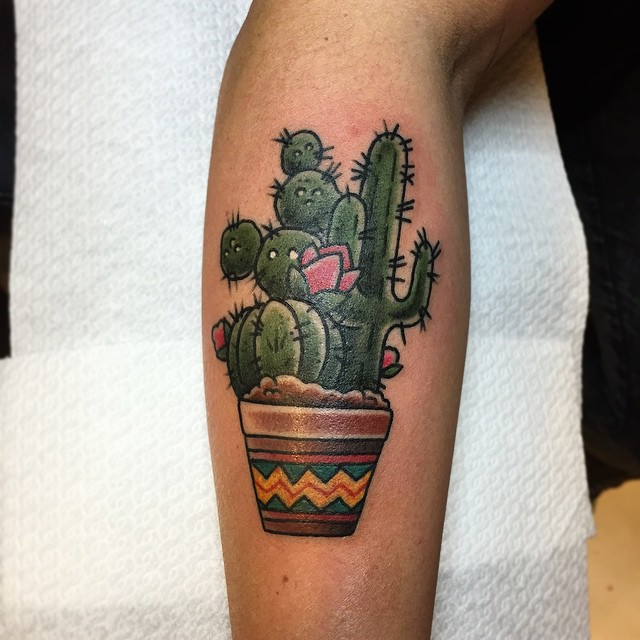 Thnxs Simone! #tattoo #tattoos #bold #boldlines #boldwillhold #boldtattoo #dikketattoo #cactus #cacti #cactitattoo #oldlines #bright_and_bold #magictattoo #magictattoostudio #utrecht