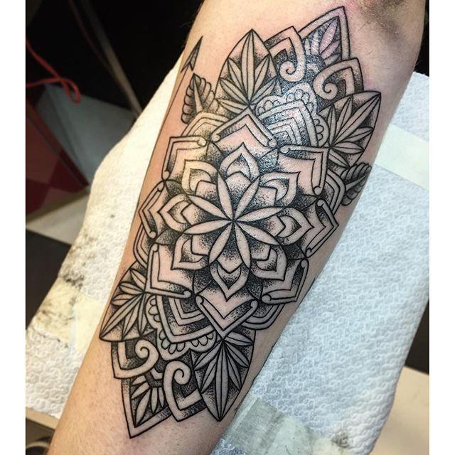 Thnxs Maurice!!! #tattoo #tattoos #geometric #geometrictattoo #mandala #mandalatattoo #dotwork #dots #dotworktattoo #dotworktattoos #blackwork #magictattoo #magictattoostudio #utrecht