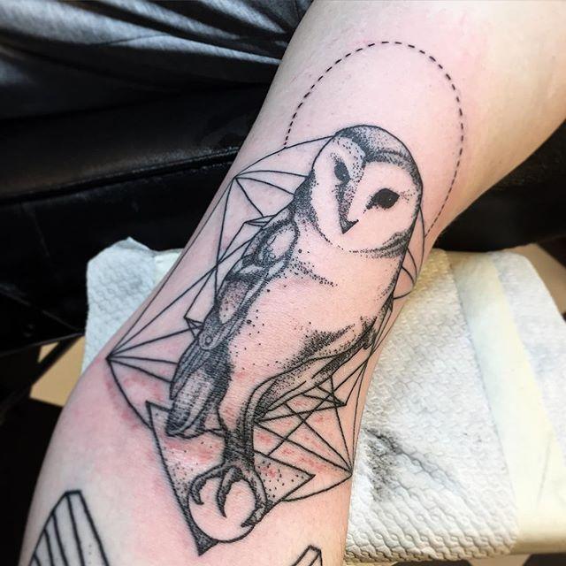 En nog een uiltje voor Maurice! #tattoo #tattoos #dotworktattoos #dotwork #graphictattoo #magictattoo #magictattoostudio #utrecht