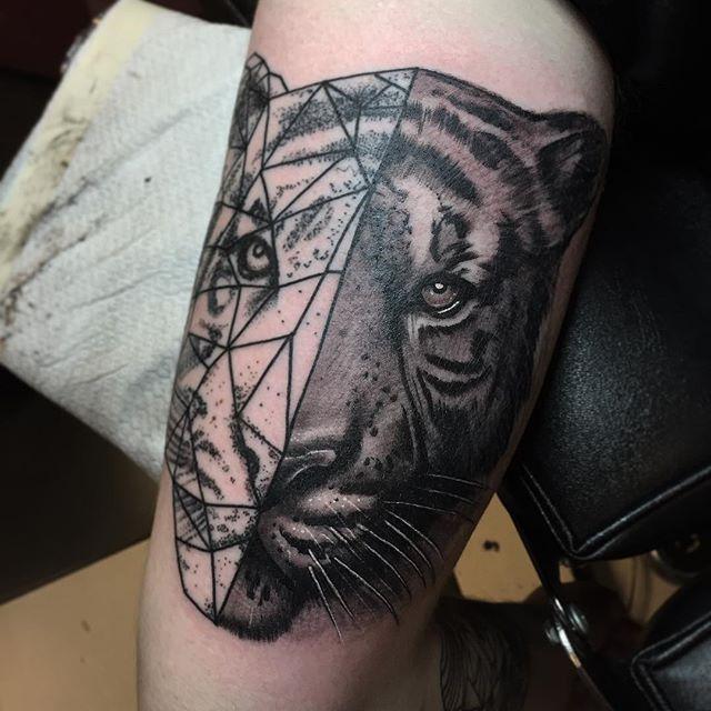 Thnxs Maurice! Half dotwork half realism! Becoming a nice arm mate! #tattoo #tattoos #dots #dotwork #tiger #tigertattoo #black #blackwork #greywash #realistic #blackandgrey #magictattoostudio #utrecht
