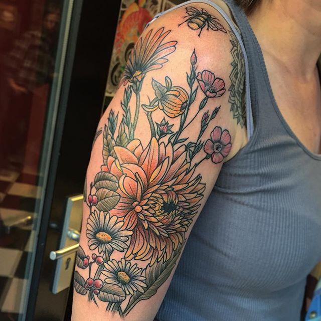 Thnxs Inge! #tattoo #tattoos #flowers #flowertattoo #flowerstattoo #bouquet #colortattoo #magictattoostudio #utrecht