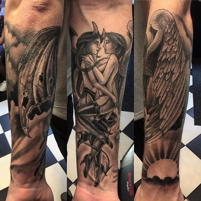 Thnxs @keepertjhu / Floris!!!! #tatoos #tattoo #blackandgrey #greywash #angel #devil #makingout #deviltattoo #angeltattoo #forearm #tattoosleeve #healed #magictattoostudio #utrecht