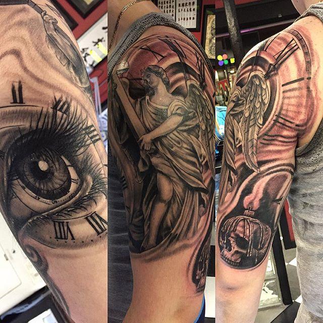 Voortgang van de sleeve van Mike! Thnxs man! Tot in het nieuwe jaar! #blackandgrey  #greywash #tattoo #tattoos #religious #eye #eyetattoo #sleeve #sleevetattoo #progress #angeltattoo #timetattoo #time #magictattoostudio #utrecht