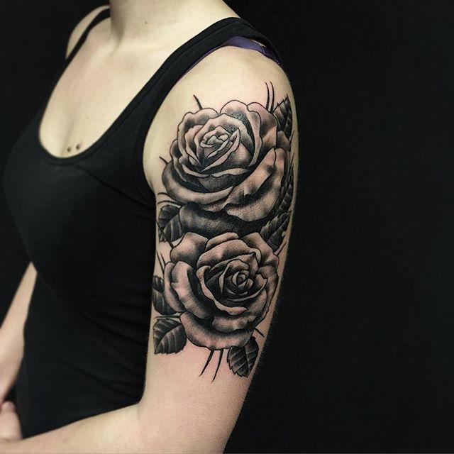 Thnxs Gaia! #tattoo #tatoos #rose #roses #rosetattoo #blackandgrey #greywash #girltattoo #magictattoostudio #utrecht