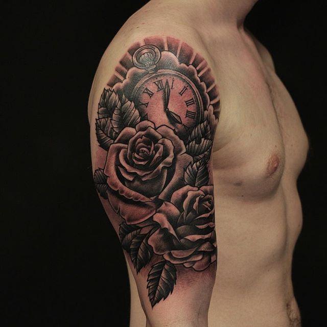 Thnxs kerel! #tattoo #tattoos #blackandgrey #greywash #rose #rosestattoo #rosetattoo #pocketwatch #pocketwatchtattoo #magictattoostudio #utrecht