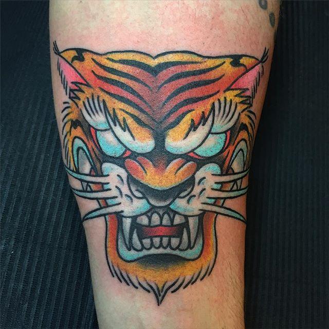 Fun walkin tigerhead! Thnxs @freekbemmel #tattoo #tattoos #tiger #tigertattoo #tigerheadtattoo #bold #boldwillhold #realtraditional #oldschool #brightandbold #magictattoostudio #utrecht