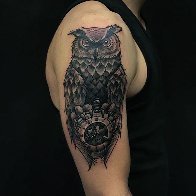 Thnxs Nick! #tattoo #tattoos #owltattoo #oehoe #owlclock #pocketwatch #greywash #blackandgrey #magictattoo #magictattoostudio #utrecht
