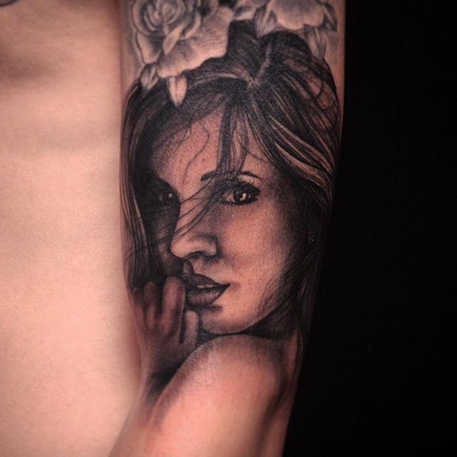 Thnxs Stan! #tattoo #tattoos #girlface #girl #girlfacetattoo #blackandgrey #greywash #magictattoo #magictattoostudio #utrecht